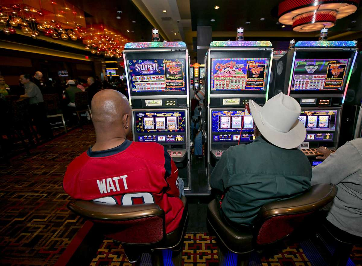 รอ slot machine